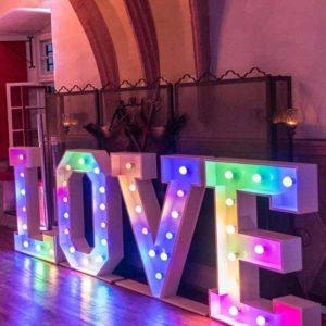 Produktdetailbild_LED_LOVE_Buchstaben_800x616px_1