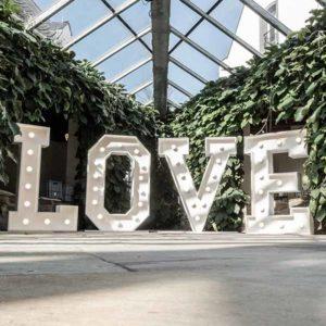 Produktdetailbild_LED_LOVE_Buchstaben_800x616px_2