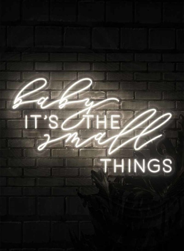 Produktbild_Neonschriftzug_Baby_its_the_small_things_800x1088px-1