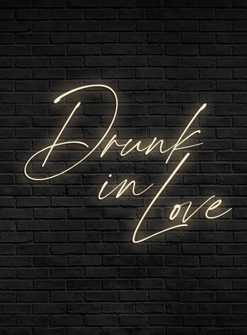 Produktbild_Neonschriftzug_drunk_in_love_800x1088px