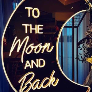 Produktbild_Neonschriftzug_to_the_moon_and_back_150cm_800x1088px